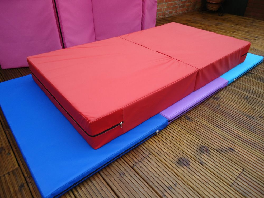 1800mm X 1000mm X 200mm Folding Gymnastic Vented Landing